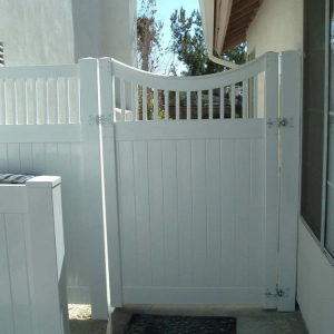 White Solid Privacy Gate with Custom Picket Top