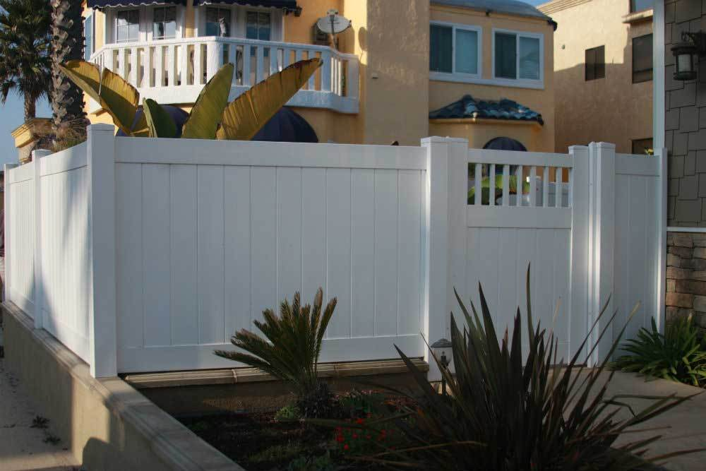 White Vinyl Solid Privacy Fencing with Gate