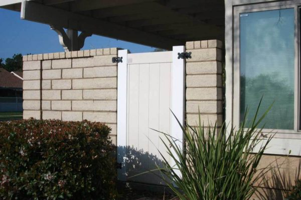 White and Tan Solid Privacy Gate