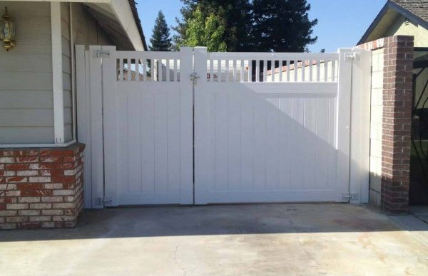 White Solid Privacy Double Gate with Picket Top