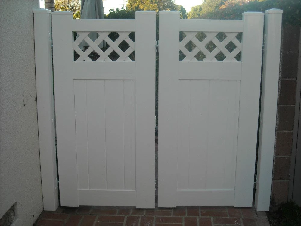 White Solid Privay Gate with Lattice Top