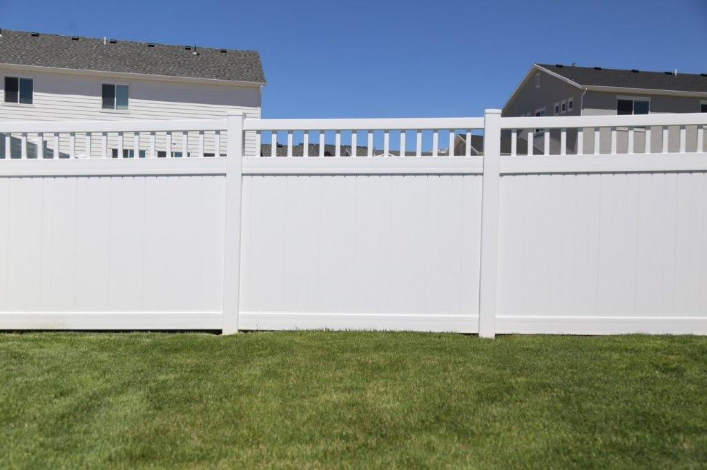 Privacy W-Picket Accent White