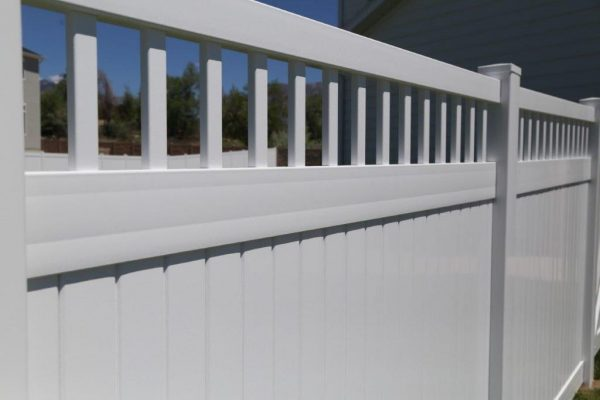 Close up Privacy W-Picket Accent