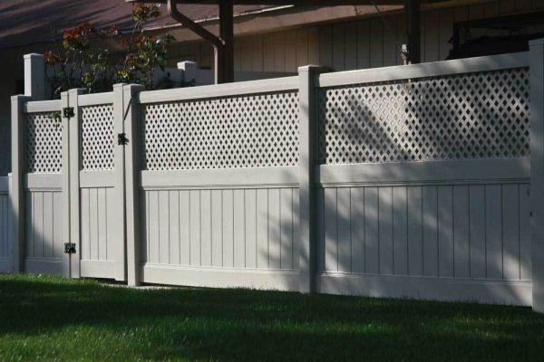 Khaki Solid Vinyl Privacy Fencing with Lattice Top and Gate