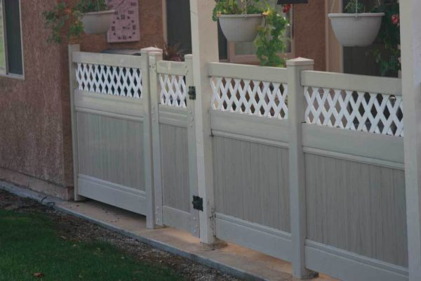 Tan Solid Vinyl Privacy Fencing with Mutli-Grain Panels and White Lattice and Gate